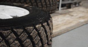 cambiar el neumático de un coche
