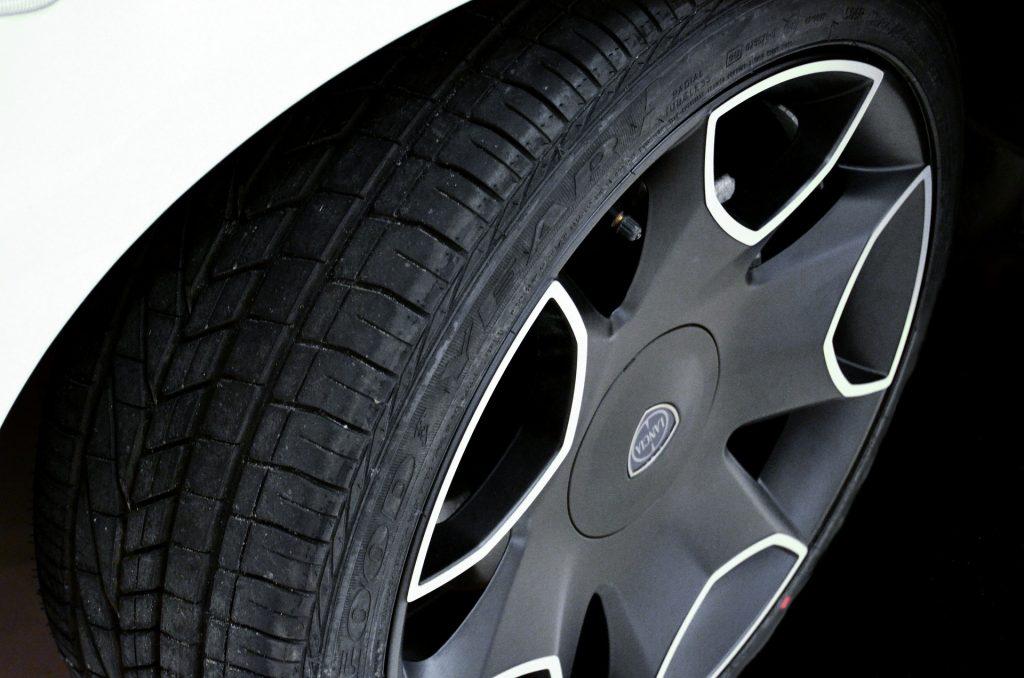 evitar los pinchazos en neumáticos