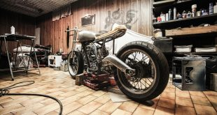 revisar los neumáticos de tu moto