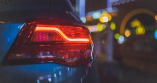 usar luces de emergencia coche