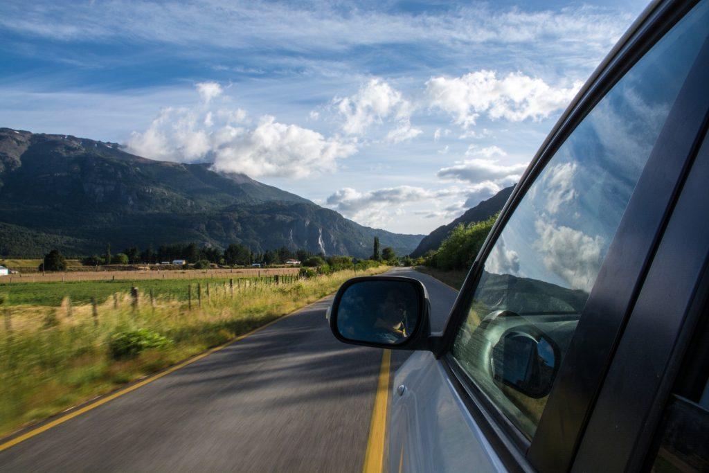 conducir coche automático puerto montaña