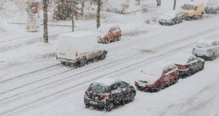 Consejos para quitar el hielo del parabrisas sin estropear el coche