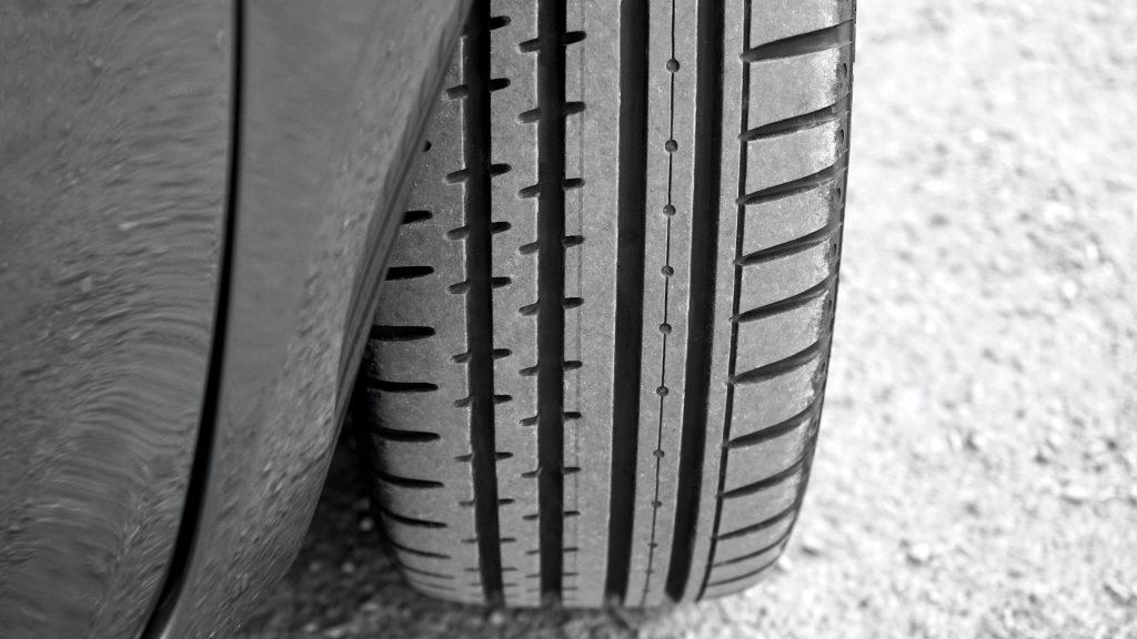 comprobar el estado de los neumáticos