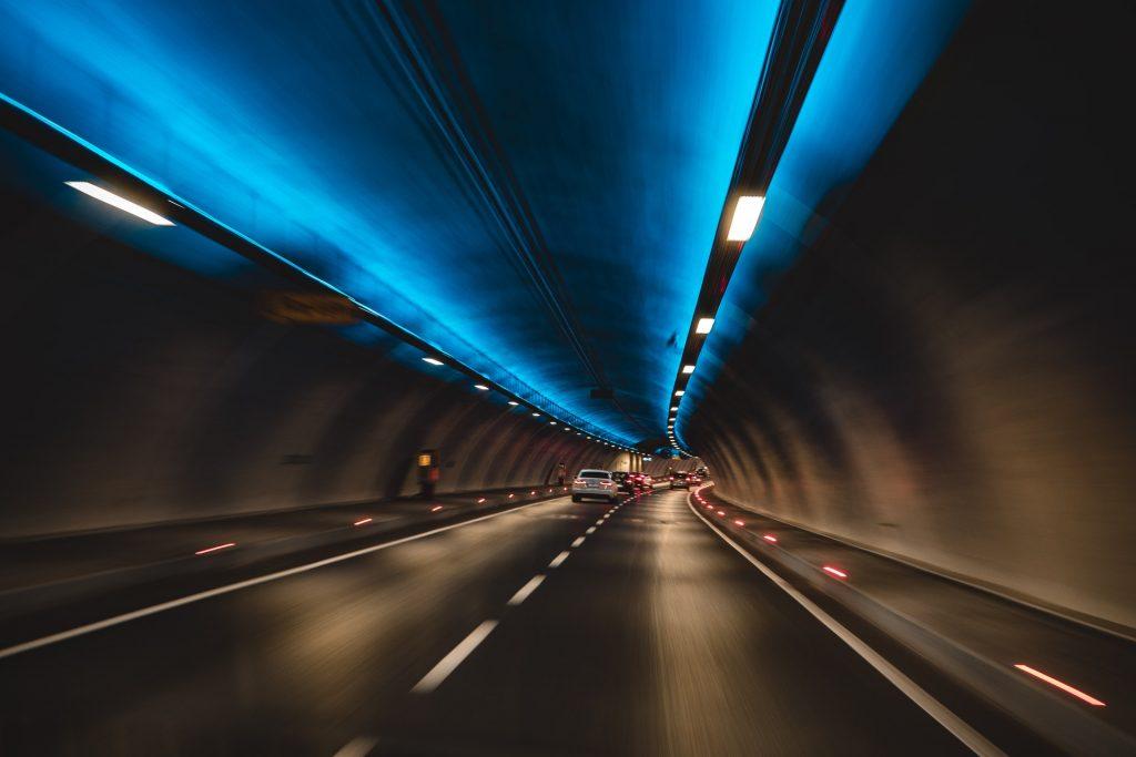 conducir con viento tuneles