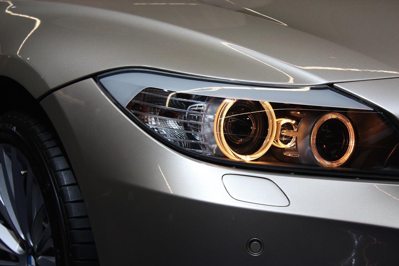Qué tipo de luces lleva mi coche