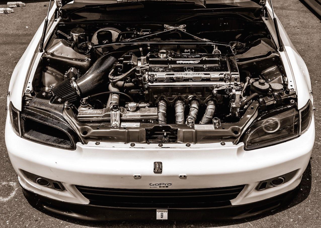 Revisar el aceite del coche